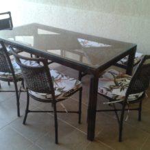 Mesa 1,60 x 0,80 com cadeiras e banco na lateral