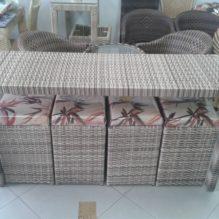 Mesa de 1,50 cm x 0,50 cm com 04 Puffs